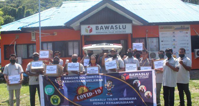 Memperingati Hut Bawaslu Ke 12 Bawaslu Kabupaten Teluk Wondama Melakukan Bakti Sosial Bawaslu Kabupaten Teluk Wondama